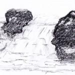 Kleiner Wasserfall mit Felsen